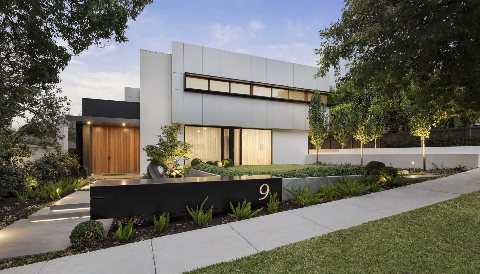 modern-house-exterior-E3A7NAJ